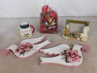 lot of misc  home decor including photo frame  wall hanging decor and aromatic vase filler