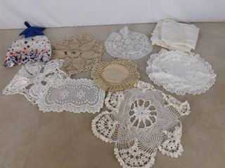 lot of assorted doilies