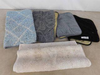 5 assorted bath mats