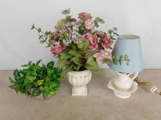 Small cream colored decorative table lamp 14 1 2 in H  2  faux flower planters