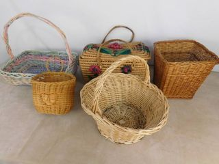 lot of 5 assorted wooden baskets