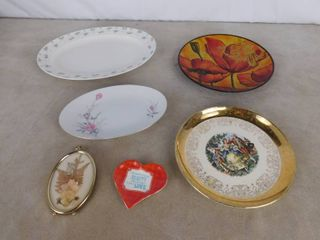 5 assorted decorative plates and one hanging floral wall art