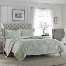 laura Ashley Full Queen Reversible Quilt Set in light Blue