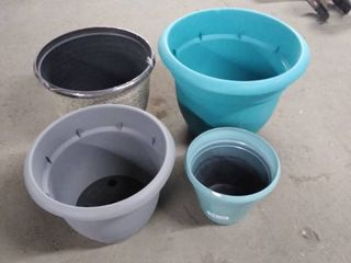 plastic planters 4 pcs variety good condition