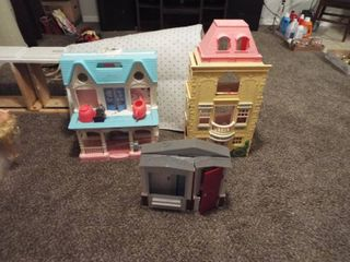 lot of doll houses