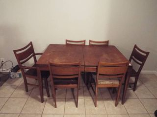 Dinning room table and chairs  55 1 2  W x 37 1 2  D x 33 1 2  T