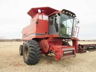 CASE INTERNATIONAl 1680 COMBINE