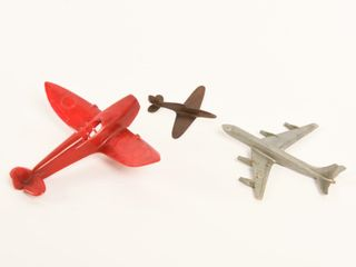 lOT OF 3 PlASTIC AIRPlANES