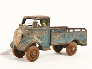 EARlY CAST IRON ICE TRUCK