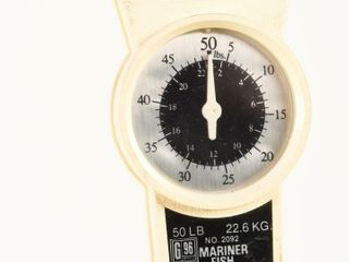 MARINER FISH WEIGHING SCAlE WITH TAPE MEASURE