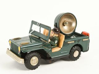 SEARCHlIGHT JEEP TIN lITHO BATTERY OPERATED