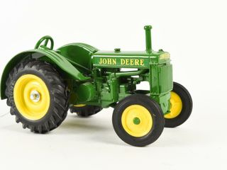 ERTl JOHN DEERE TRACTOR REPlICA   NO BOX