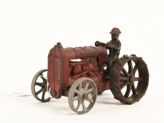 STEEl WHEElED CAST IRON TRACTOR