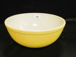 Pyrex Yellow Mixing Bowl  4 Qt