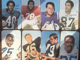 lot of Eight 1970 Topps Super Football Trading Cards   Hall of Famers Gale Sayers  Bobby Bell  and more
