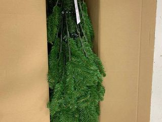 UNlIT  7 5 Foot   Green  7 5 foot Fir Hinged Pencil Slim Tree   7 5  Retail 103 51