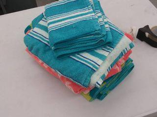 4 large towels  1 hand towel  1 washcloth