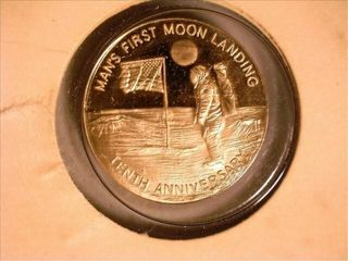 Tenth Anniversary Gold Medal of First Moon land