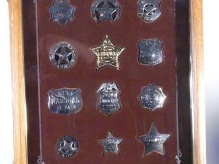 DISPlAY CASE W REPlICAS OF US BADGES