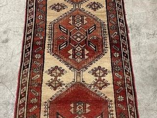 SARAB HAND KNOTTED WOOl RUNNER  9 7  X 2 9