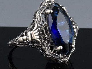 ART DECO FIlIGREE STERlING BlUE STONE RING