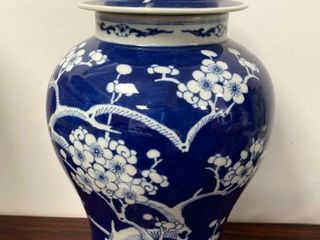 CHINESE BlUE   WHITE BlOSSOM TREE lIDDED VASE