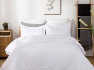 Bedsure Quilt Set White King Size 106x96 inches  Diamond Stitched Pattern Bedspread   Soft Microfiber lightweight Coverlet for All Season   3 Pieces  Includes 1 Quilt  2 Shams