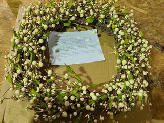 24  Pip Berry Wreath by Valerie  Ivory