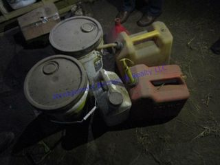 OIl AND FUEl CANS