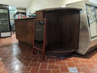Counter And Contents  Buyer Responsible For Removal