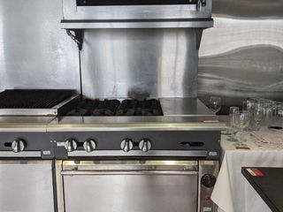 Vulcan 4 Burner Gas Range With Oven And Salamander On Casters