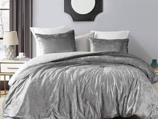 Queen  Coma Inducer Oversized Comforter   Ombre Velvet Crush   Gray  Shams not included  Retail 101 49