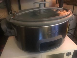 Spill free crockpot has lid that latches on large size unit