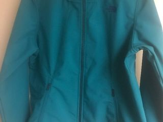 Nice ladies extra large north face jacket as pictured all zippers work looks great high dollar item