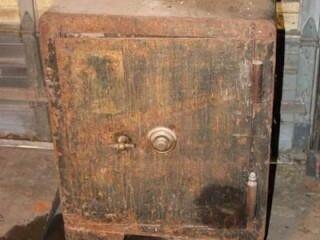 Vintage Mosler Safe  locking mechanism works