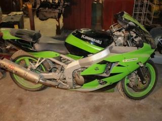 2000 Kawasaki ZX 60 Motorcycle