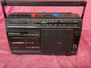 EMERSON PlAY  RECORD RADIO AND CASSETTE PlAYER