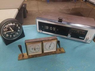 WIND UP ClOCK  ClOCK RADIO  TEMPERATURE HUMIDITY