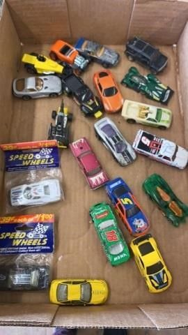 SPEED WHEElS AND ASSORTMENT HOT WHEElS