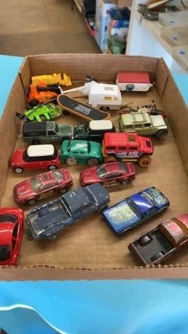 ASSORTMENT MINIATURE VEHIClES  INClUDING
