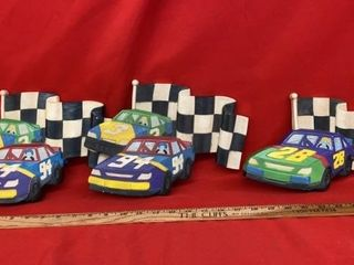 3 ClASSIC HARD PlASTIC RACE CAR WAll HANGINGS
