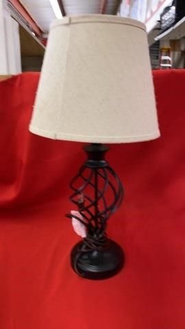 NICE TABlE lAMP