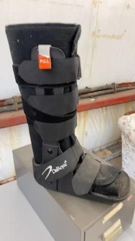 DEROYAl SIZE MEDIUM MEDICAl BOOT
