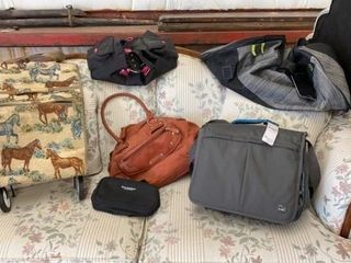 DUFFlE BAGS  PURSE  MED BAG AND HORSE BAG ON