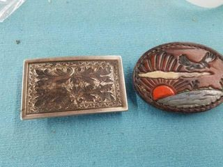 ONE lEATHER BElT BUCKlE AND ONE METAl BElT BUCKlE