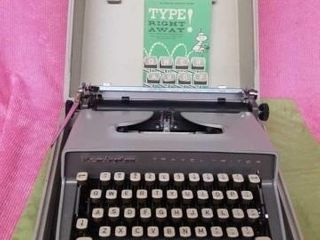 VINTAGE REMINGTON PORTABlE TYPEWRITER AND MANUAl