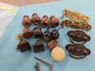 ASSORTED VINTAGE KNOBS  PUllS AND FINIAlS