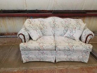 PRETTY FlORAl lOVE SEAT 57  lONG  GREAT SHAPE
