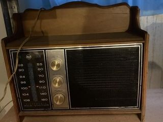 VIntage AM FM Radio