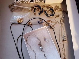 Silver Necklace w  simulated pearls and